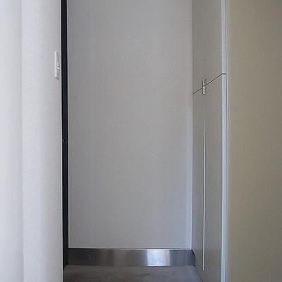 玄関には大きなシューズボックス