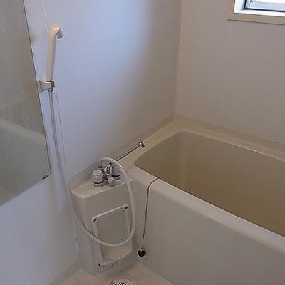 小窓つきのお風呂です