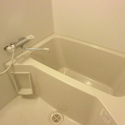 お風呂も普通に広いです。浴室乾燥なども着いています。