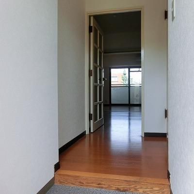 玄関は広めのスペース