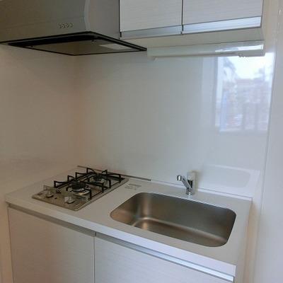 2口コンロのホワイトキッチン  ※写真は別部屋です
