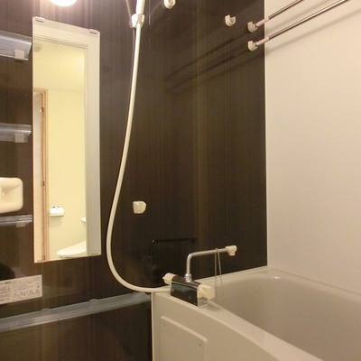 浴室乾燥、追い炊き機能付きのバスルーム  ※写真は別部屋です
