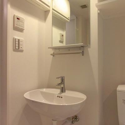シンプルな側も可愛らしい洗面台  ※写真は別部屋です