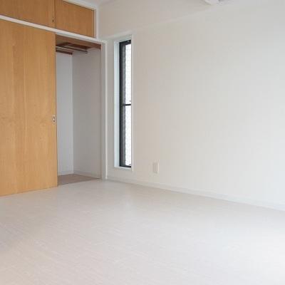 洋室のクローゼットです。※写真は別室