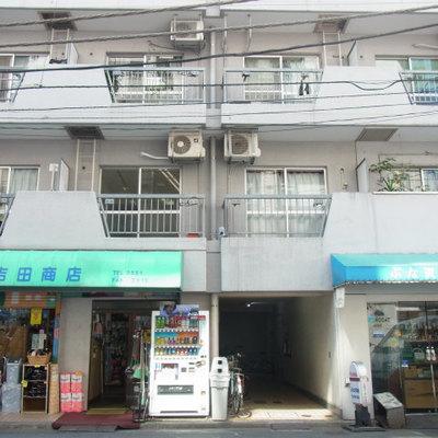 1階は生活雑貨のお店です。ティッシュがない!→1階へ