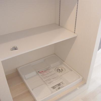 洗濯機置き場はここへ。この上にちょっと収納があります