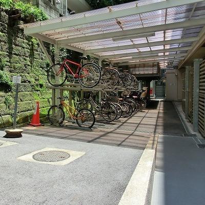 建物歌川には駐輪場があります。