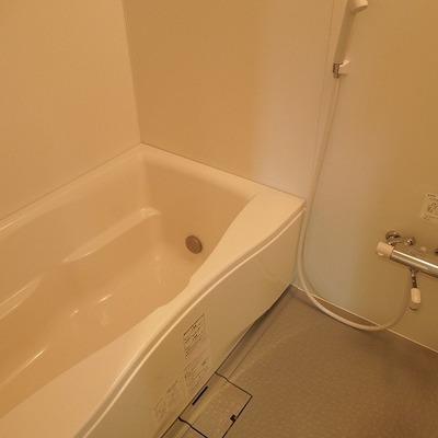 お風呂はゆったりサイズ※写真は3階のお部屋です