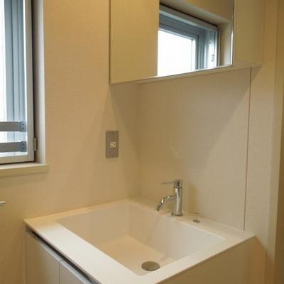 洗面は清潔感たっぷり※写真は3階のお部屋です