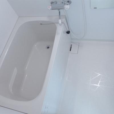 お風呂も真っ白で気持ちが良い!