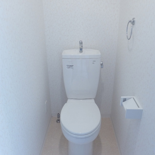 トイレは個室。ピカピカ綺麗!