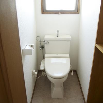 トイレ、ウォシュレットです