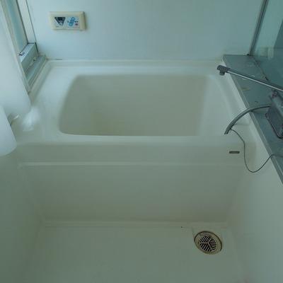 お風呂はガラス張り