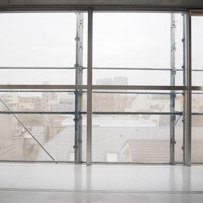 窓側です。※写真は前回募集時のものです