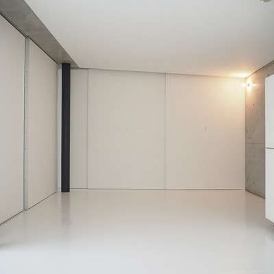 壁の向こう側にキッチンが隠れています。※写真は前回募集時のものです