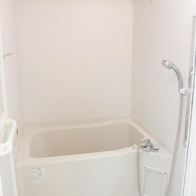 浴室乾燥機がついています。※写真は別部屋です