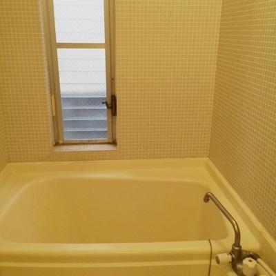お風呂に窓あり