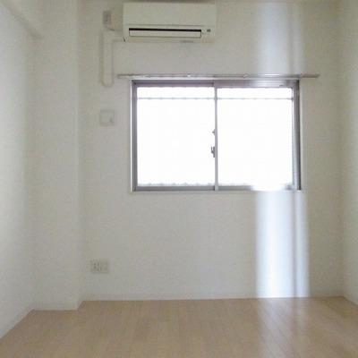 寝室です。エアコンもしっかり完備!
