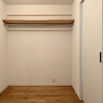 ウォークインクローゼットがお部屋の真ん中に!