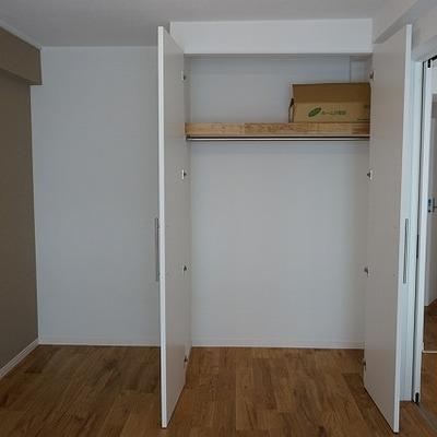 寝室の収納も十分な大きさ