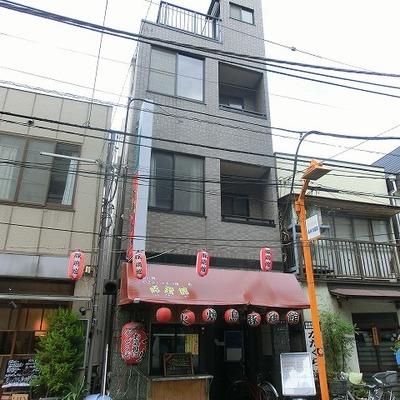 上2階部分がお部屋になります。