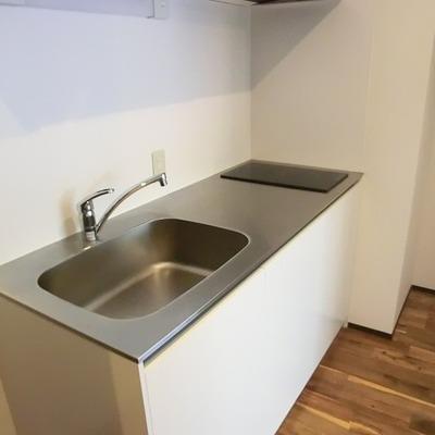 キッチンは無駄の無いデザイン。