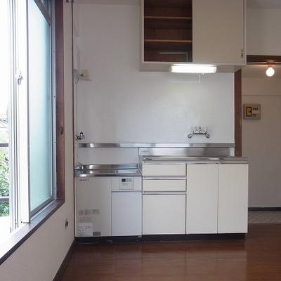 キッチンは既存を使用。綺麗です!