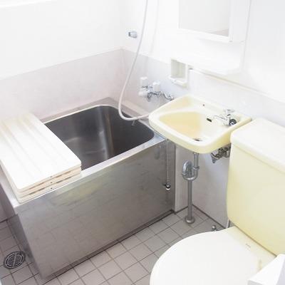 バスルームは3点式の在来です。