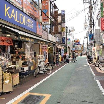 下高井戸駅周辺には商店街。