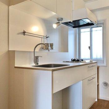 白で統一されたオリジナルキッチンです。