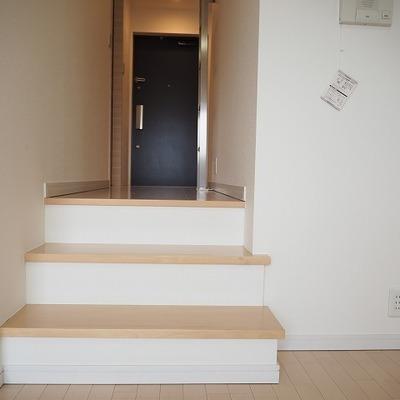 階段でリビングとの間切り※写真は別のお部屋です