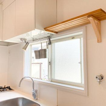 調理器具をかけられるので、キッチン周りをスッキリとさせることができそう