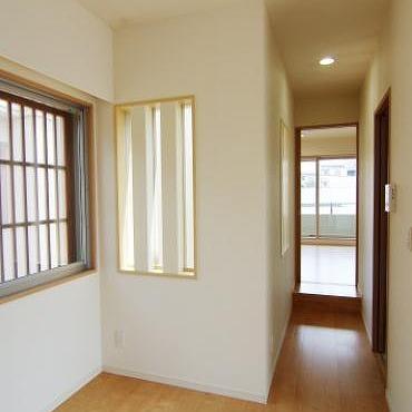 廊下をはさんで2部屋あります