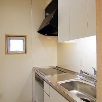 キッチンはIHの3口コンロ