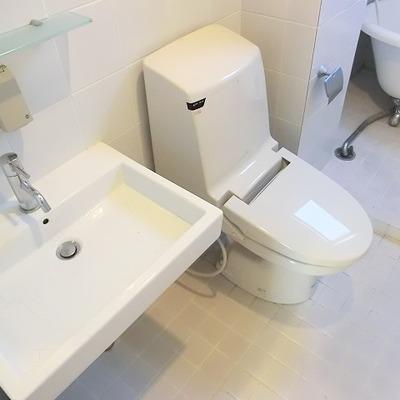 お風呂と、トイレは分離していません。