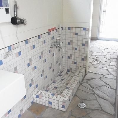 ワンちゃんの足洗い場です。便利ですね。