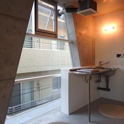 キッチンは一口コンロです。※写真は別部屋
