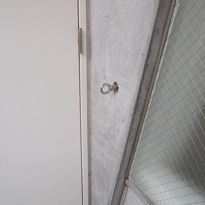 玄関にはリードフックがついています。