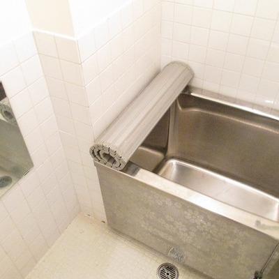 お風呂は、ちょっと小さめです。
