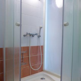シャワールームあります。