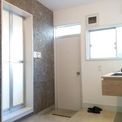 キッチンにも同じ面白い壁が入っています ※写真は別部屋です