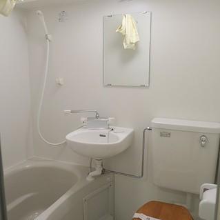 新設のトイレは木製便座がポイントに