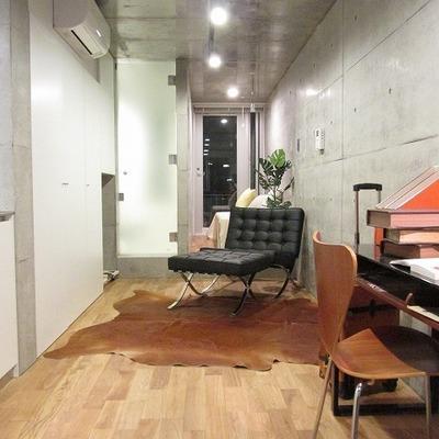 長方形のお部屋ですが使い方次第※写真は別部屋です