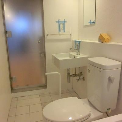 トイレ、洗面台はホテルライクに。※画像は別室です