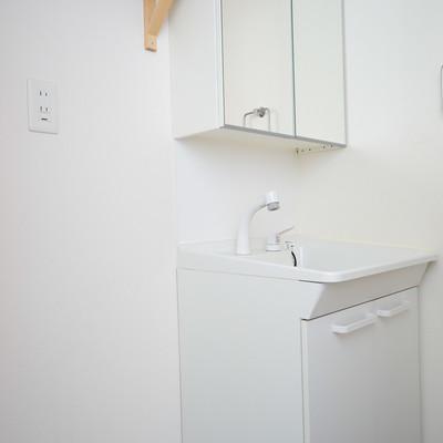 独立洗面台横に洗濯機置き場♪