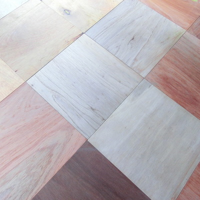 床はいろんな色がまばらに