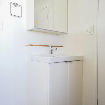 洗面台はシンプル♪