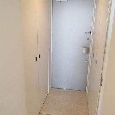 玄関の区切りがないのでマットが必要です。