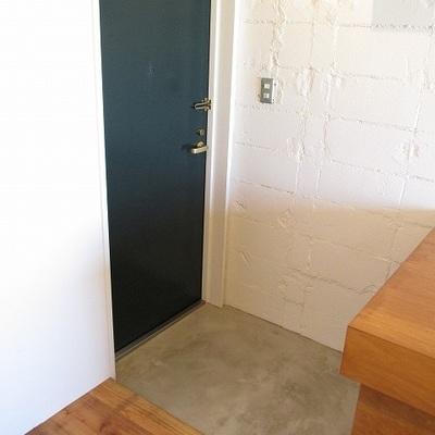 玄関も雰囲気ありますね。