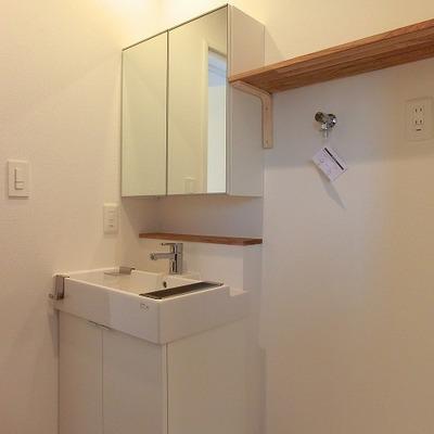 洗面台も新設